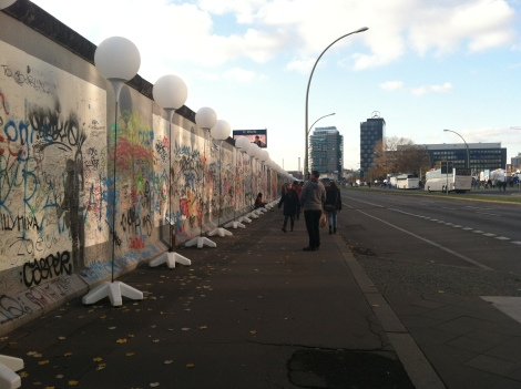 The balloons as they mark the path of the Berlin Wall at East Side Gallery