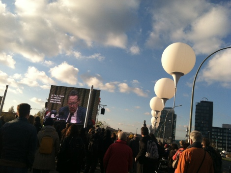 The balloons as set up around East Side Gallery, along with the movie playing the press conference that opened the Berlin Wall.